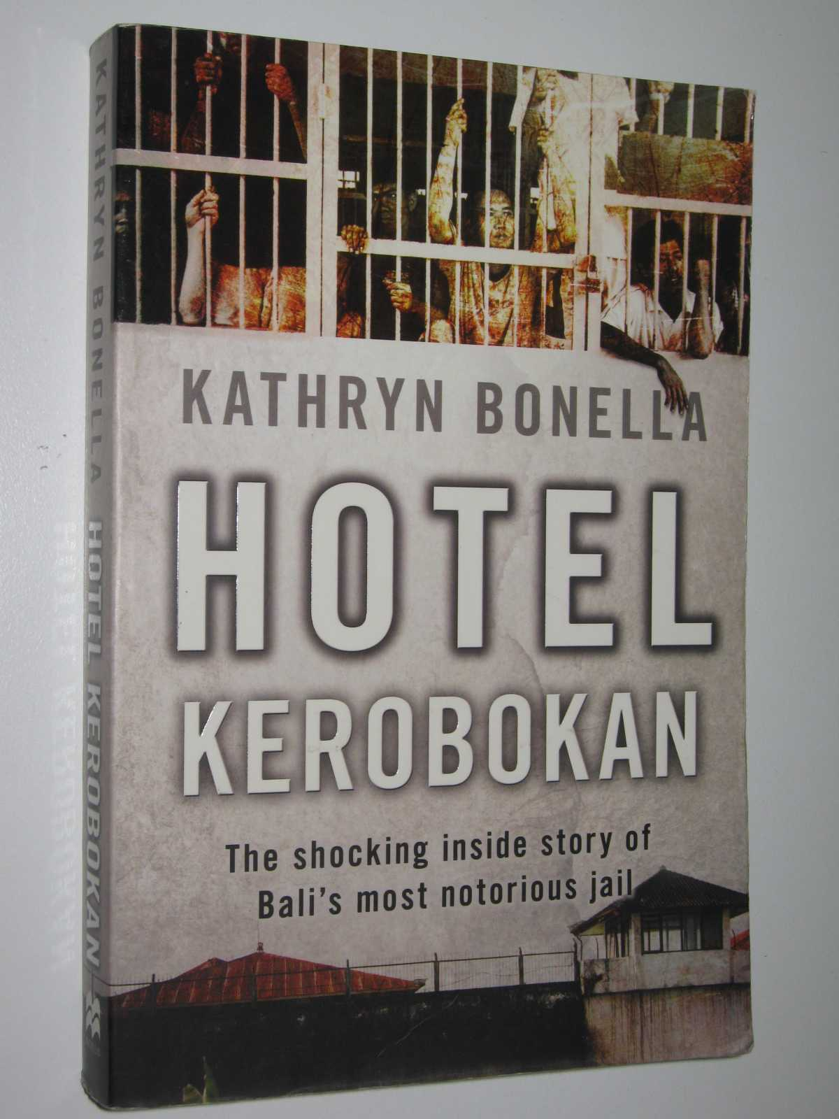 Hotel Kerobkan, Bonella, Kathryn