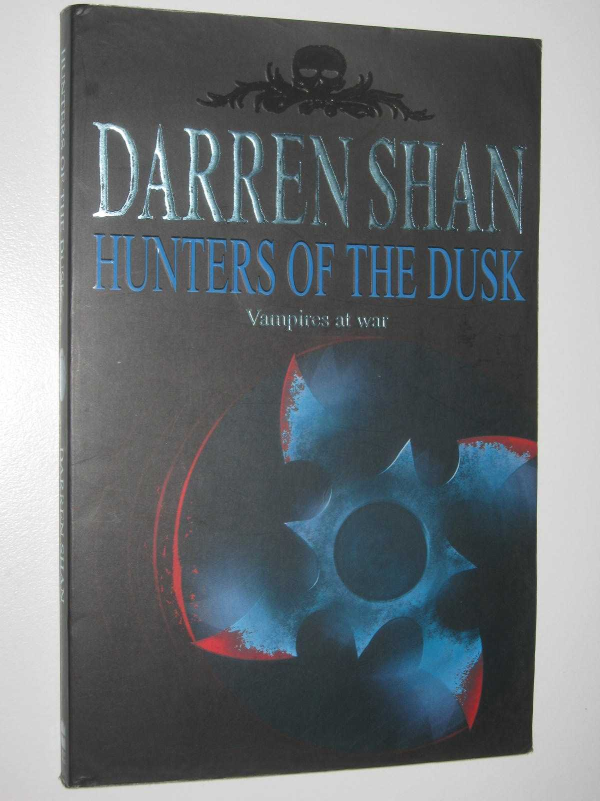 Image for Hunters of the Dusk - The Saga of Darren Shan Series #7