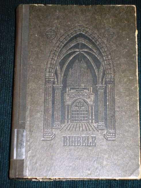 Bihbele: Wezas un Jaunas Deribas Swehtee Raksti; Mubfu Kunga un Bestitaja Jesus Kristus Janua Deriba (Latvian Bible), God