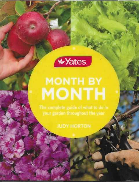 Yates: Month by Month: The Complete Guide to What To Do In Your Garden Throughout The Year, Judy Morton