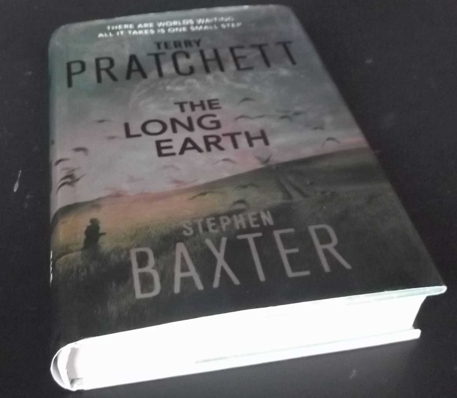 TERRY PRATCHETT, STEPHEN BAXTER - The Long Earth SIGNED & Inscribed